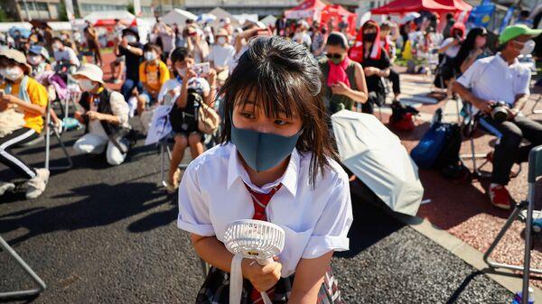 Люди на мероприятии torch kiss в Токио  - Sputnik Polska