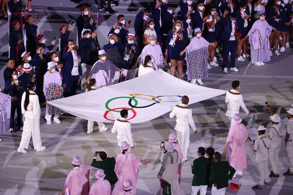 Flaga Igrzysk Olimpijskich w Tokio. - Sputnik Polska