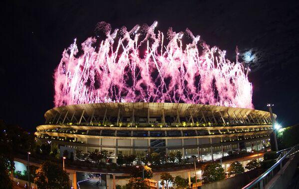 Fajerwerki nad Narodowym Stadionem Olimpijskim podczas ceremonii otwarcia XXXII Letnich Igrzysk Olimpijskich w Tokio. - Sputnik Polska