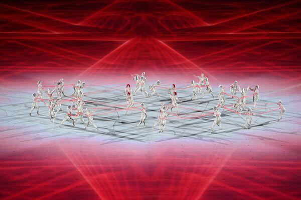 Tancerze występują podczas ceremonii otwarcia Igrzysk Olimpijskich Tokio 2020 na Stadionie Olimpijskim 23 lipca 2021 roku. - Sputnik Polska