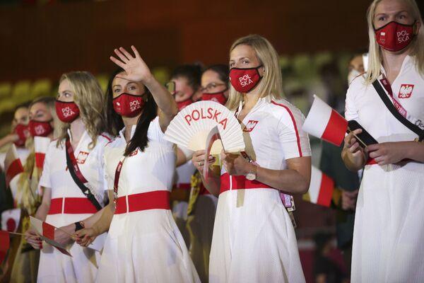 Polskie sportsmenki podczas ceremonii otwarcia na Stadionie Olimpijskim na Letnich Igrzyskach Olimpijskich 2020. - Sputnik Polska