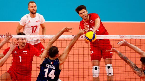Сборная Польши против сборной Италии во втором матче группы A олимпийского турнира в Токио - Sputnik Polska