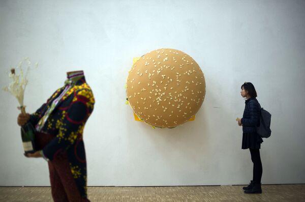 "Rzeźba Toma Friedman'a ""Big Big Mac"". - Sputnik Polska"