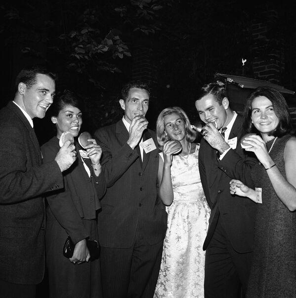 Hamburgerowa impreza w Waszyngtonie, 1963 rok.    - Sputnik Polska