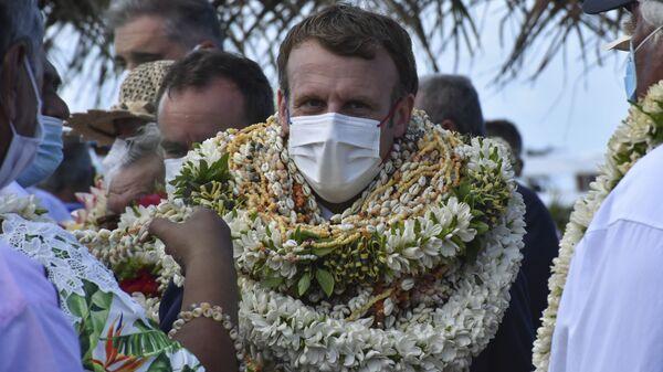 Президент Франции Эммануэль Макрон во время визта на атолл Манихи, Французская Полинезия - Sputnik Polska
