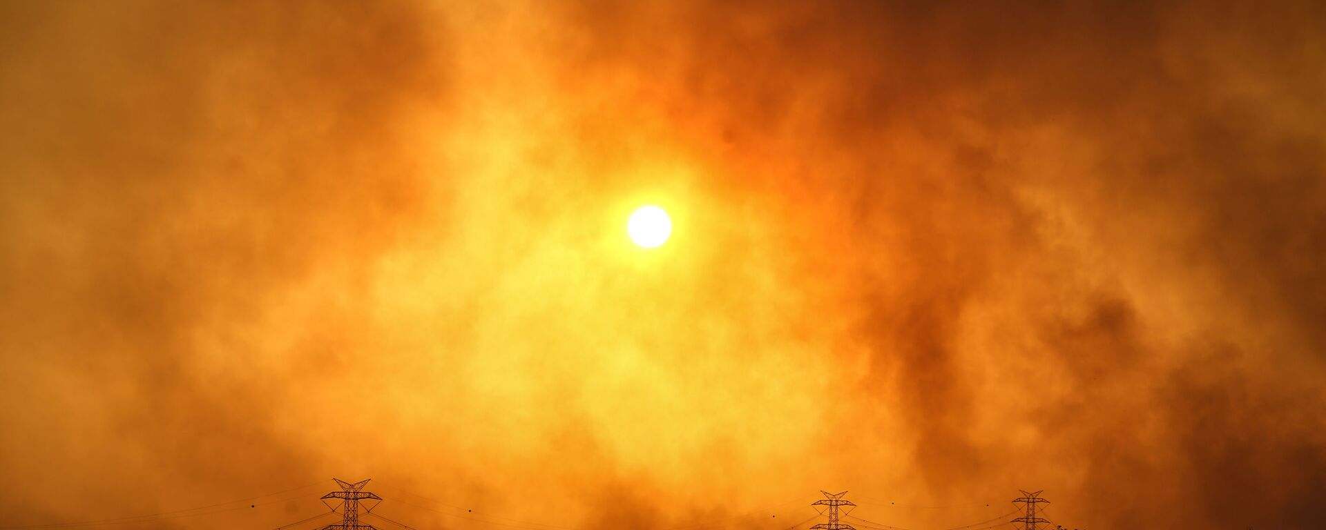 Дым над лесом вокруг Манавгата - Sputnik Polska, 1920, 30.07.2021