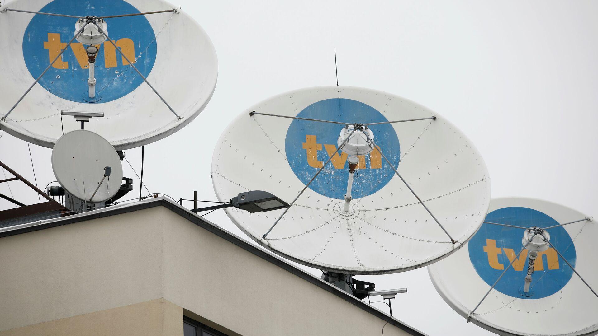 Logo prywatnej stacji TVN na antenach satelitarnych w siedzibie firmy w Warszawie - Sputnik Polska, 1920, 06.08.2021