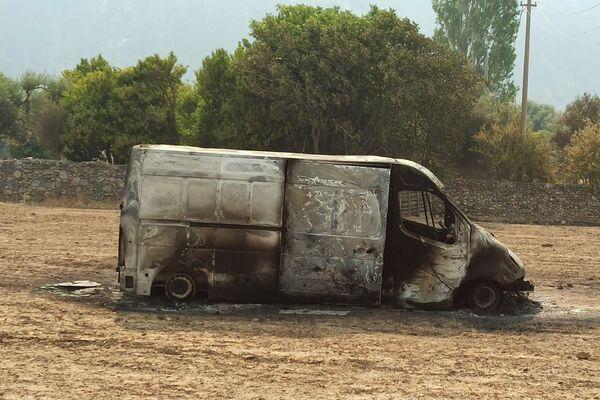Spalony samochód w Bodrumie, południowo-zachodnia Turcja - Sputnik Polska