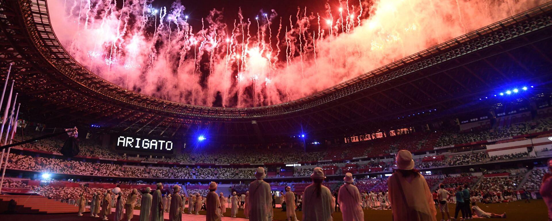Салют на торжественной церемонии закрытия XXXII летних Олимпийских игр в Токио на Национальном олимпийском стадионе  - Sputnik Polska, 1920, 08.08.2021