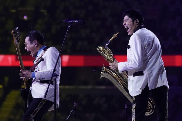 Artyści występują podczas ceremonii zamknięcia na Stadionie Olimpijskim na Letnich Igrzyskach Olimpijskich 2020 w Tokio - Sputnik Polska