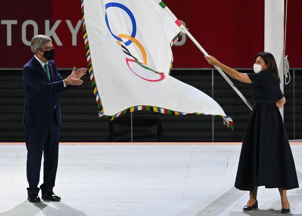 Prezes Międzynarodowego Komitetu Olimpijskiego (MKOl) Thomas Bach podczas ceremonii zakończenia XXXII Letnich Igrzysk Olimpijskich w Tokio na Narodowym Stadionie Olimpijskim - Sputnik Polska