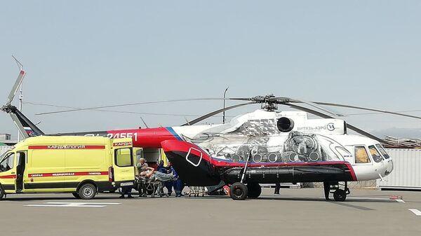 Вертолет с выжившими пассажирами Ми-8 в Петропавловск-Камчатском  - Sputnik Polska