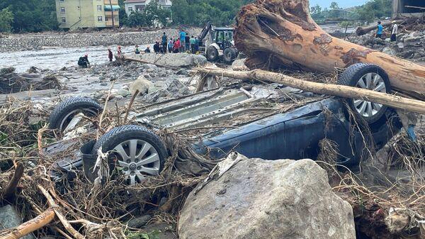 Разрушения вследствие наводнений и селей, унесших жизни около трех десятков человек, в городе Бозкурт, Турция - Sputnik Polska