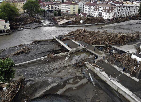 Skutki powodzi i lawin błotnych w północnej Turcji, 14 sierpnia 2021 roku. - Sputnik Polska