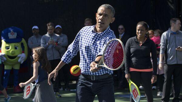 Бывший президент США Барак Обама во время игры в теннис - Sputnik Polska