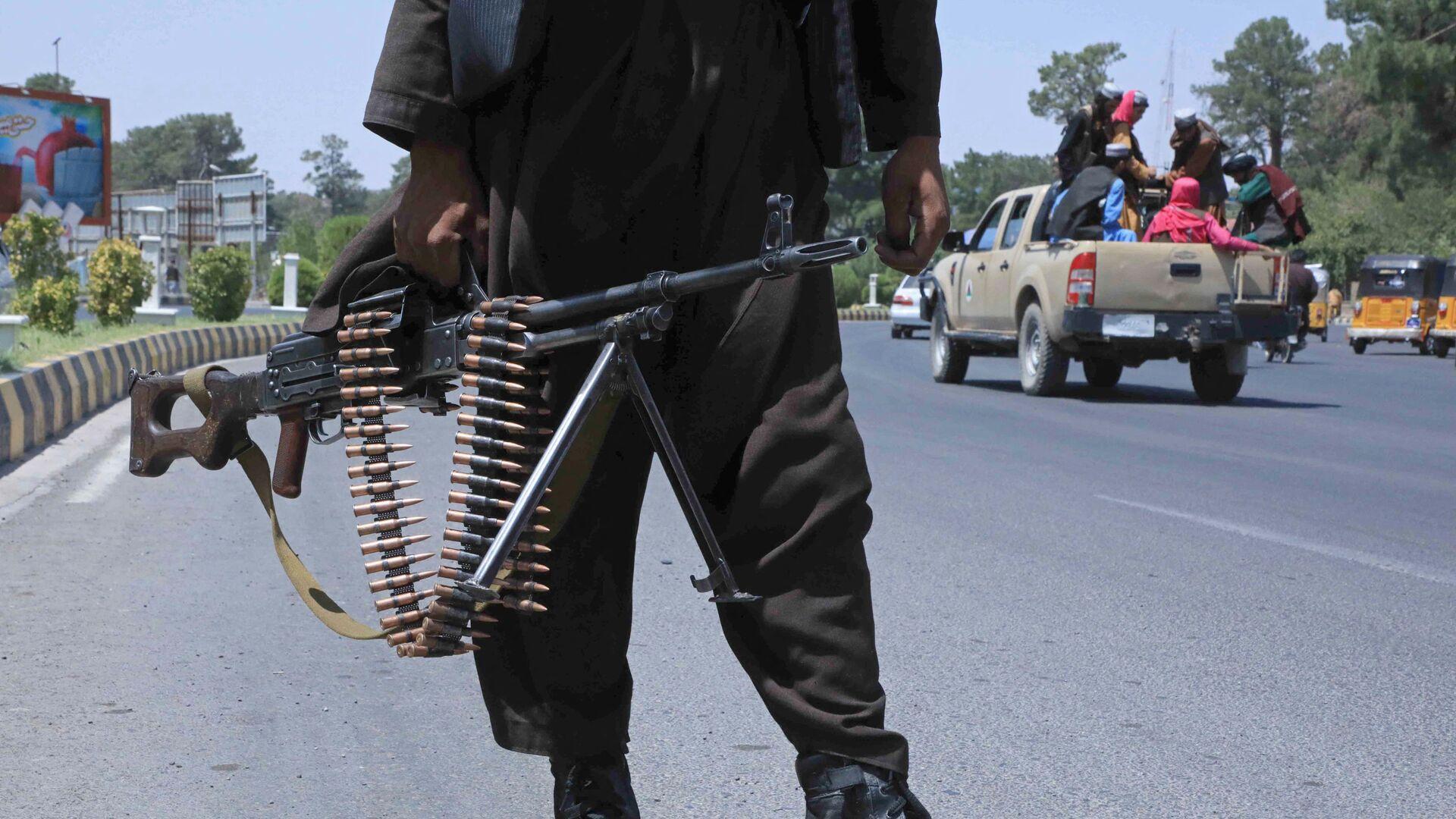 Bojownik Talibanu* na ulicy w afgańskim mieście Herat - Sputnik Polska, 1920, 16.08.2021