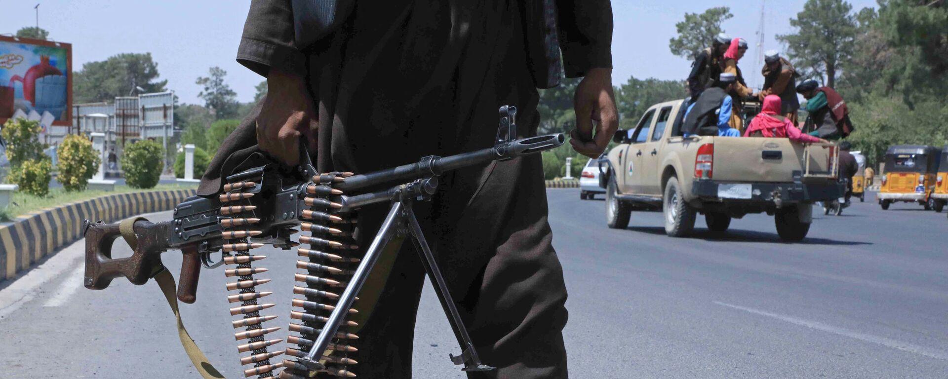 Bojownik Talibanu* na ulicy w afgańskim mieście Herat - Sputnik Polska, 1920, 21.08.2021