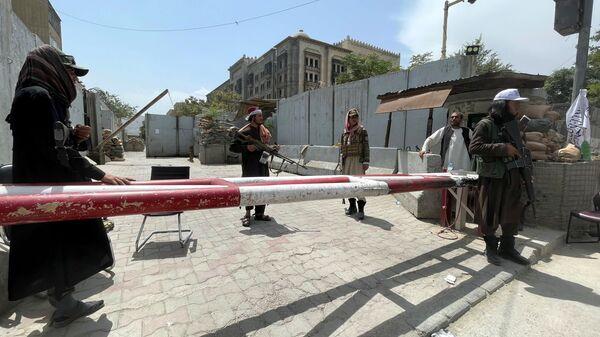 Боевики движения Талибан* на КПП в Кабуле - Sputnik Polska