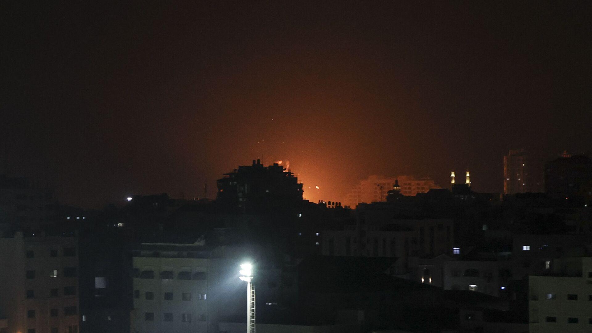 Wybuch po izraelskim uderzeniu w obiekty Hamasu w Strefie Gazy - Sputnik Polska, 1920, 22.08.2021