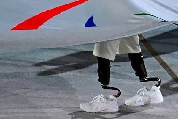 Wniesienie flagi paraolimpijskiej na stadion na uroczystości otwarcia XVI letnich igrzysk paraolimpijskich - Sputnik Polska