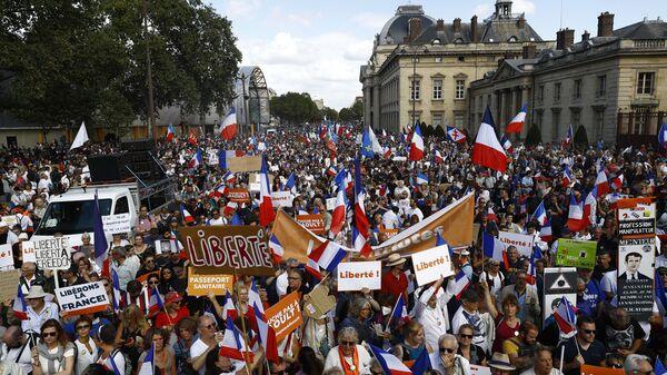 Акция против вакцинации и санитарных пропусков в Париже, Франция - Sputnik Polska