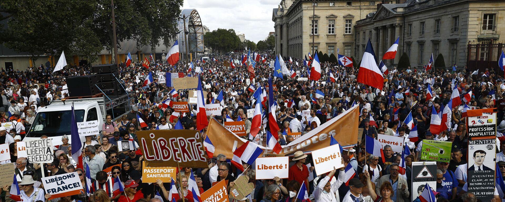 Akcja przeciwko szczepieniom i przepustkom zdrowotnym w Paryżu, Francja - Sputnik Polska, 1920, 28.08.2021