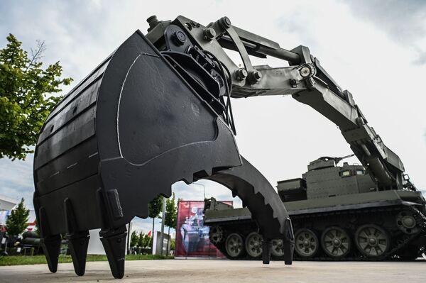 Uniwersalny inżynieryjny samochód opancerzony UBIM.  - Sputnik Polska