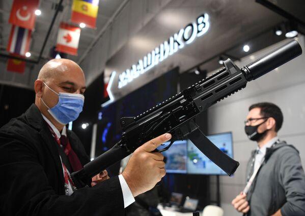 Pistolet maszynowy PPK-20, opracowany przez koncern Kałasznikow. - Sputnik Polska