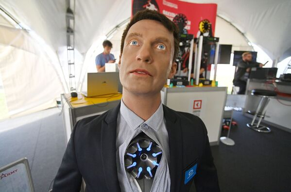 Robot konsultant Promobot c4. - Sputnik Polska