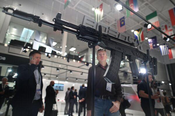 Karabin maszynowy Kalasznikow AK-12.  - Sputnik Polska