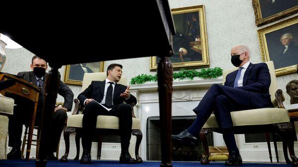 Президент Украины Владимир Зеленский на встрече с президентом США Джо Байденом в Белом доме - Sputnik Polska