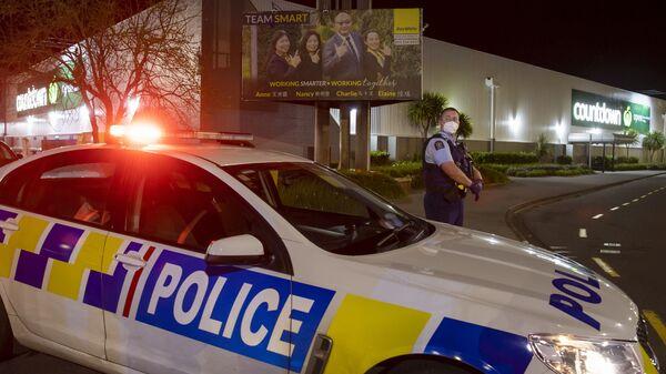 Полиция работает у торгового центра в Окленде, Новая Зеландия, где злоумышленник ранил несколько посетителей супермаркета - Sputnik Polska