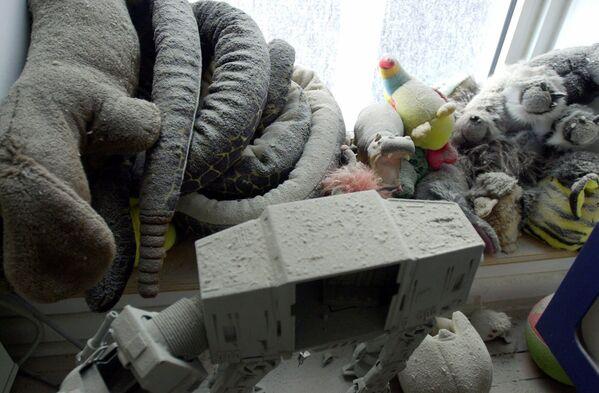 Popiół i kurz na zabawkach w mieszkaniu po ataku terrorystycznym w Nowym Jorku - Sputnik Polska
