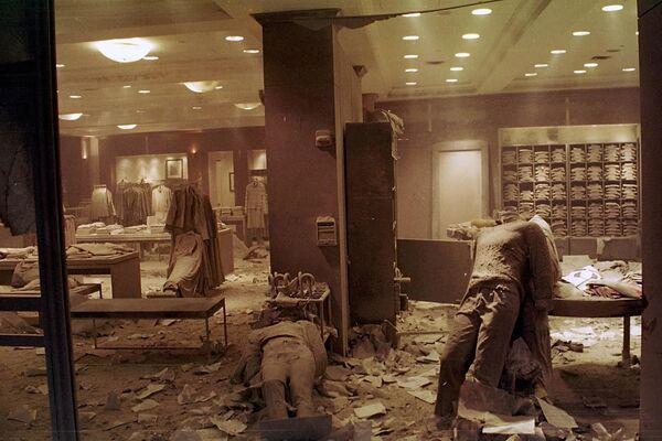 Zniszczony sklep przy World Trade Center po ataku terrorystycznym w Nowym Jorku - Sputnik Polska
