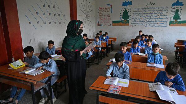 Lekcja w szkole w Kabulu - Sputnik Polska