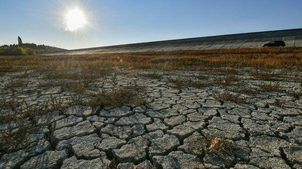Берег Бахчисарайского водохранилища в Крыму - Sputnik Polska