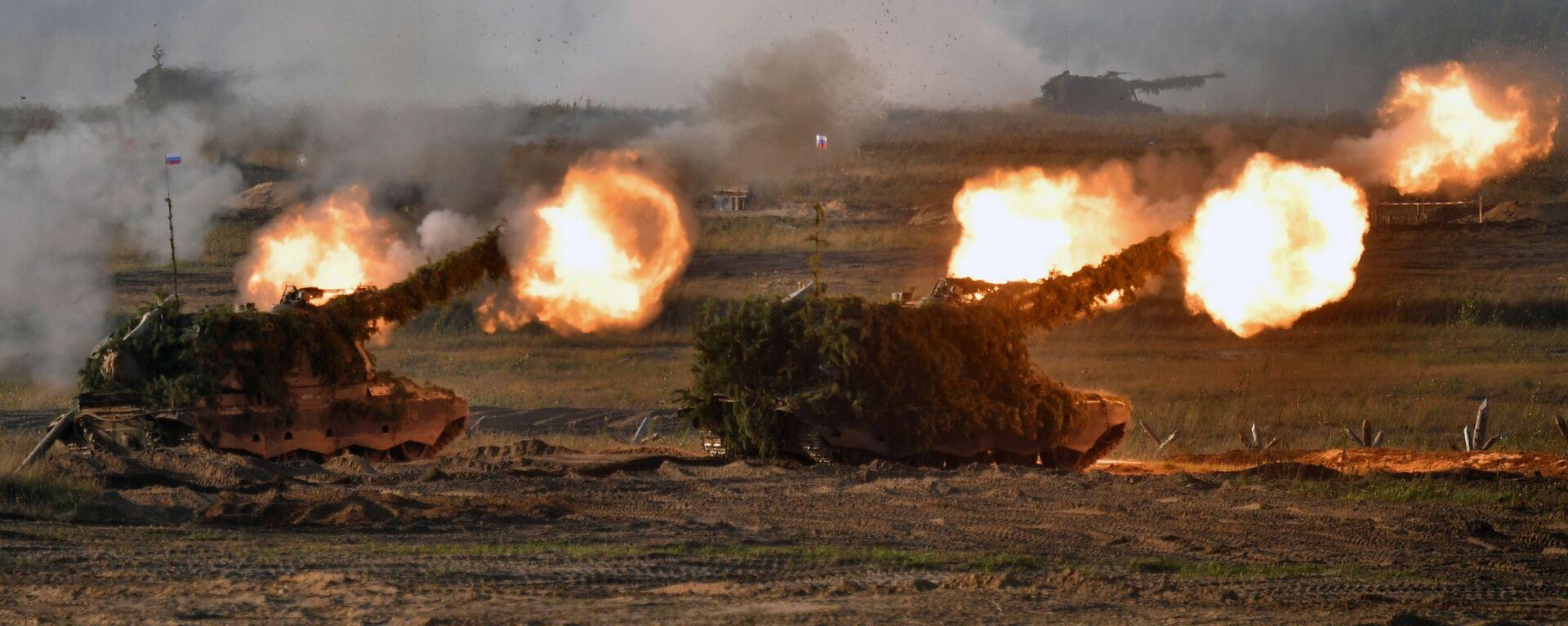 Самоходные артиллерийские установки (САУ) во время основного этапа учений Запад-2021 на полигоне Мулино в Нижегородской области - Sputnik Polska, 1920, 14.09.2021