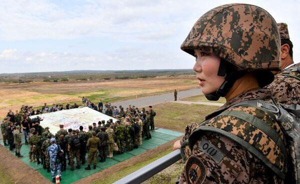 W manewrach uczestniczyli wojskowi z Rosji, Armenii, Białorusi, Indii, Kazachstanu, Kirgistanu i Mongolii. - Sputnik Polska