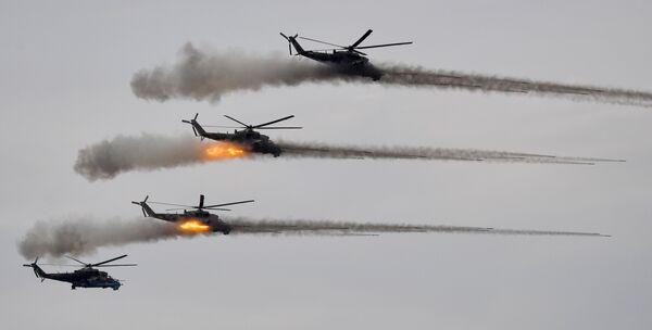 Śmigłowce uderzeniowe Mi-24 podczas głównego etapu ćwiczeń Zapad-2021 na poligonie Mulino w obwodzie niżnonowogrodzkim. - Sputnik Polska