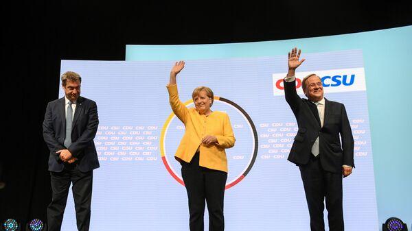 Глава партии ХСС Маркус Зёдер, канцлер Германии Ангела Меркель, и кандидат на место канцлера от партии ХДС / ХСС Армин Лашет выступают вместе в Берлине, Германия - Sputnik Polska