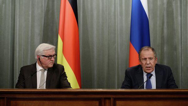 Minister Spraw Zagranicznych Niemiec Frank-Walter Steinmeier (po lewej) i Minister Spraw Zagranicznych Rosji Siergiej Ławrow - Sputnik Polska
