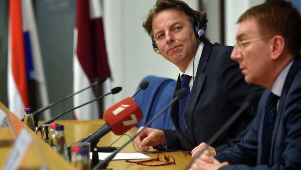 Minister Spraw Zagraniczych Łotwy Edgars Rinkevics (po prawej) i jego duński odpowiednik Bert Koenders na konferencji prasowej w Rydze - Sputnik Polska