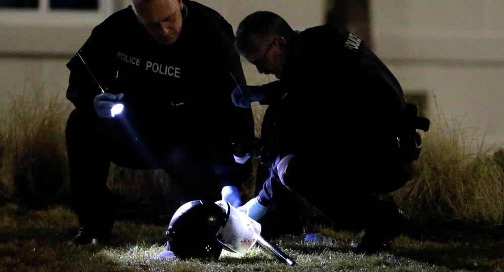 Policja podczas dochodzenia postrzelenia dwóch oficerów policji w Ferguson, 12.03.2015