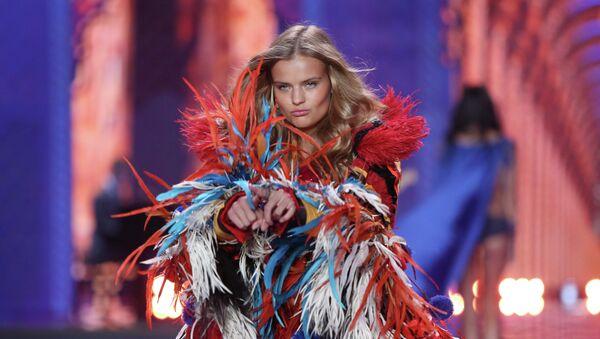 Modelka Kate Grigorieva podczas Victoria's Secret fashion show w Londynie - Sputnik Polska