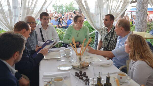 Spotkanie prezydenta Rosji Władimira Putina z przedstawicielami Stowarzyszenie Włochów w Kerczu - Sputnik Polska