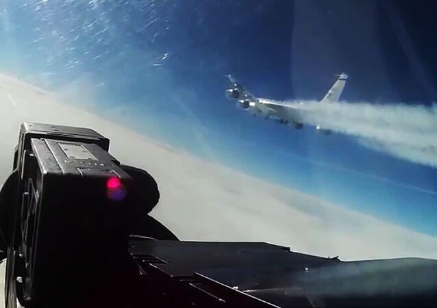 Samolot rozpoznawczy USA RC-135 nad wodami neutralnymi Morza Bałtyckiego