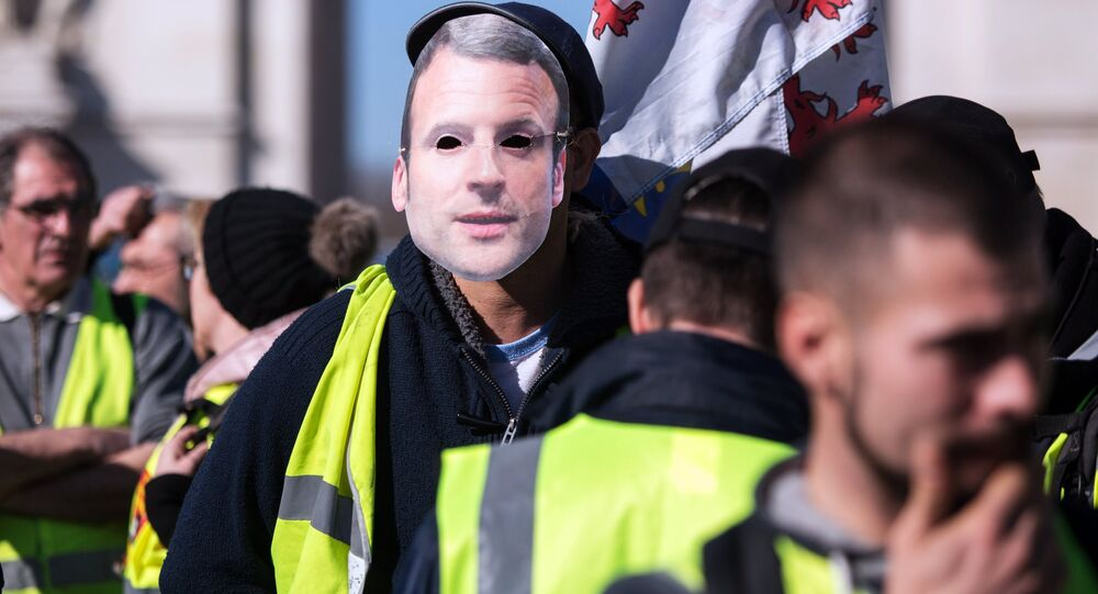 """Protesty """"żółtych kamizelek"""" we Francji"""