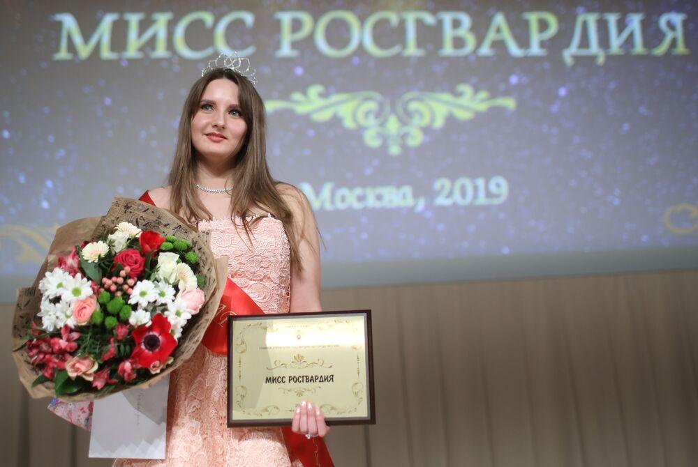"""Zwyciężczyni konkursu """"Miss Rosgwardii Moskwa – 2019"""" Wiera Korniak"""