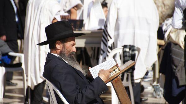 Żyd czytający książkę - Sputnik Polska