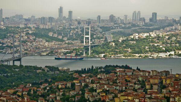 Most przez Bosfor łączący azjatycką i europejską części Stambułu. Zdjęcie archiwalne - Sputnik Polska